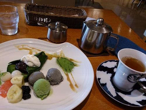テ・コンセプシオン・「抹茶クレープとアイスクリームセット」と「紅茶」