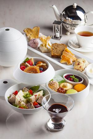 「ストリングスホテル東京インターコンチネンタル」のアフタヌーンティー。12月から冬バージョン「冬菓の重(とうかのじゅう)」が始まります。