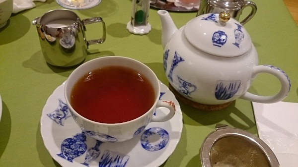 アンナマリア・紅茶とスコーン