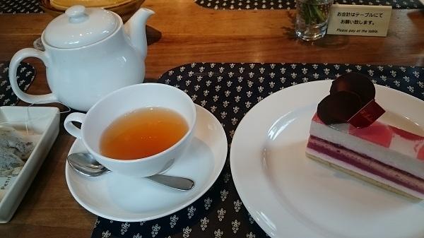 ドゥブルベ・ボレロ・ペッシュ・ミュル+紅茶