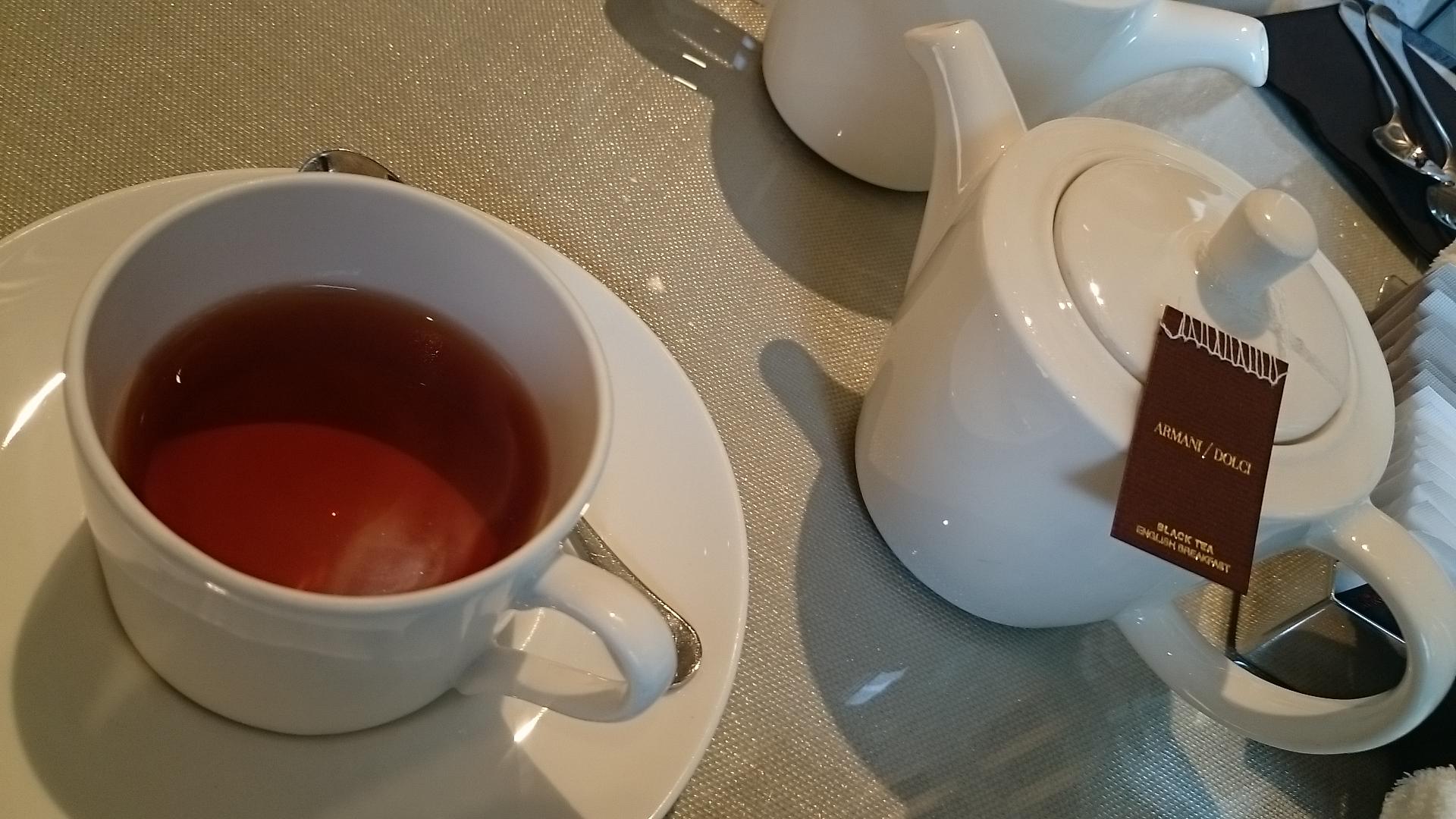 エンポリオ アルマーニ カフェ青山・紅茶