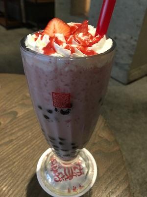 春水堂-タピオカ苺ミルクティー